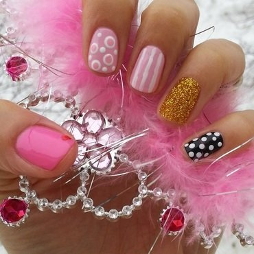 Valentine`s day nails nail art by Flora