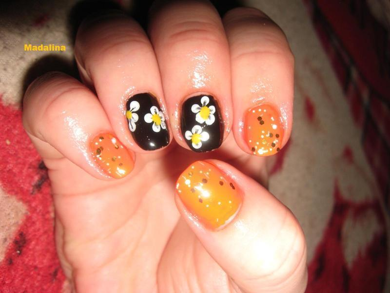 flowers nail art by Frumusetelapretmic