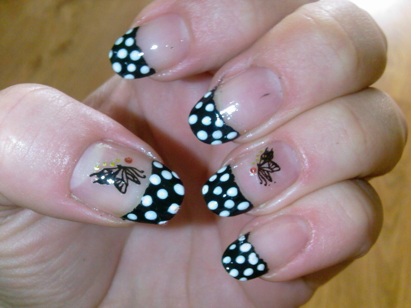 dots nail art by Frumusetelapretmic