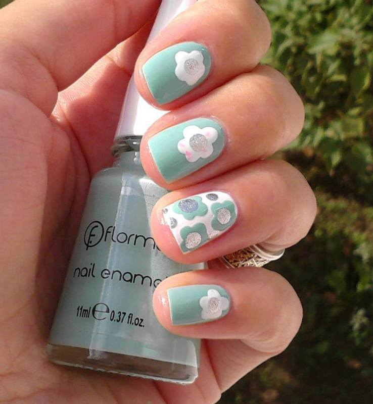 Flower power nail art by Flora