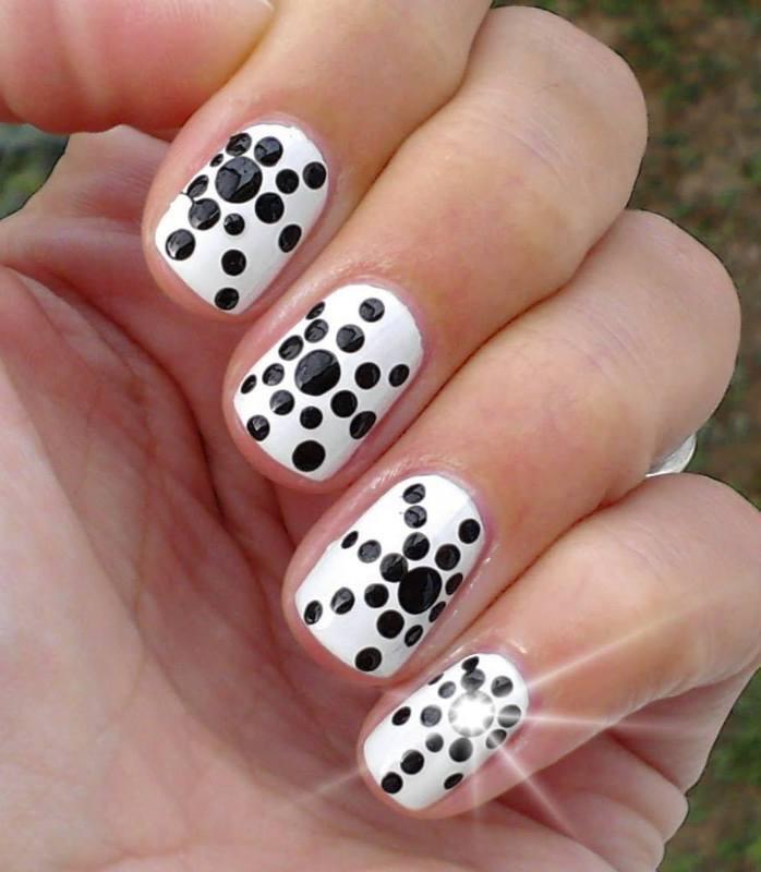 Polka Dots black & white nail art by Flora