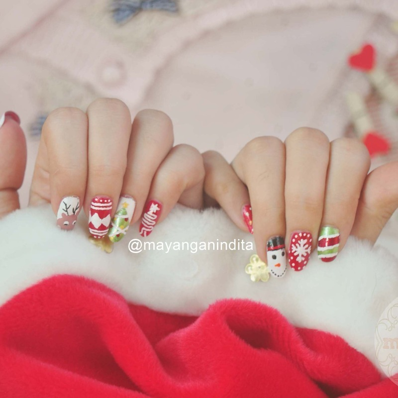 Mesmerizing Christmas nail art by Mayang Anindita