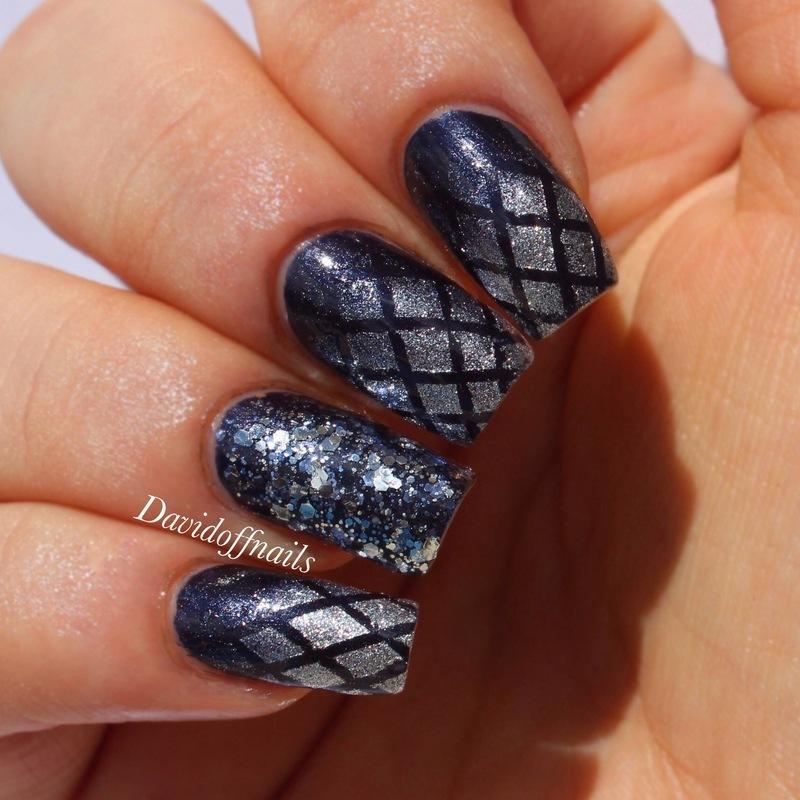 Elegant Gradient Crosses  nail art by Kiara Davidoff