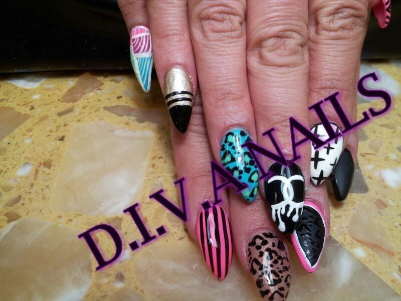 I'm a diva nail art by Adriana Avila