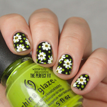 Daisy Daze nail art by Lindsey W