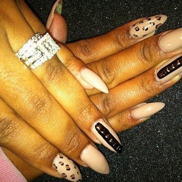 Nude Love nail art by Vicki
