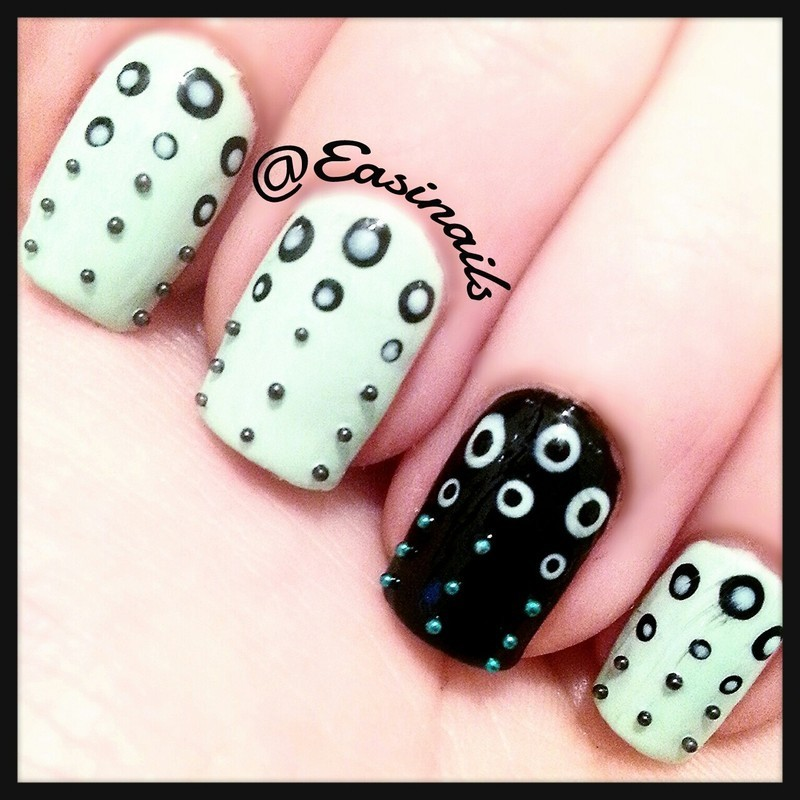 Go dots nail art by Easinails