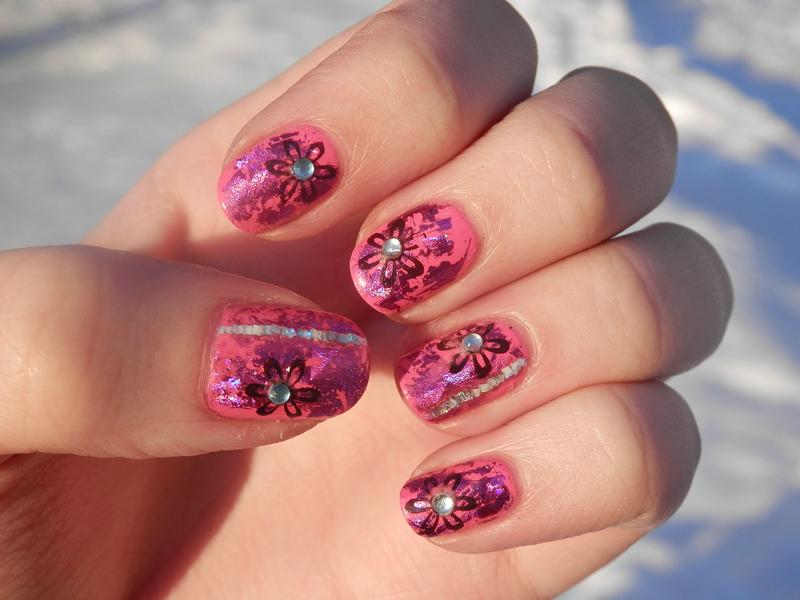 Pink nailfoil nail art by Enni