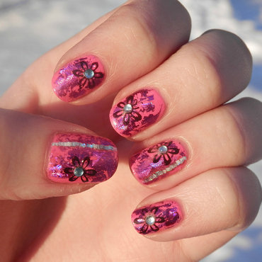 Pink nailfoil nail art by Enni