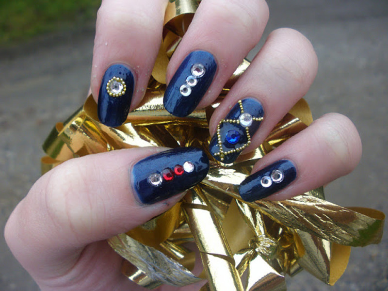 Blue jewellery nail art by Enni