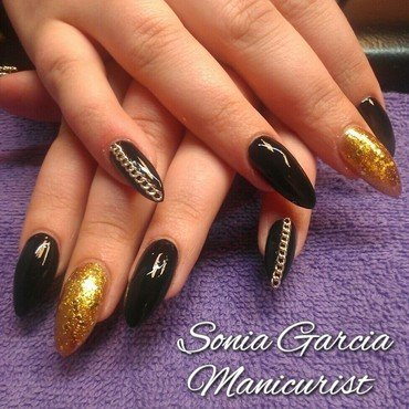 Black and Gold nail art by Sonia Garcia