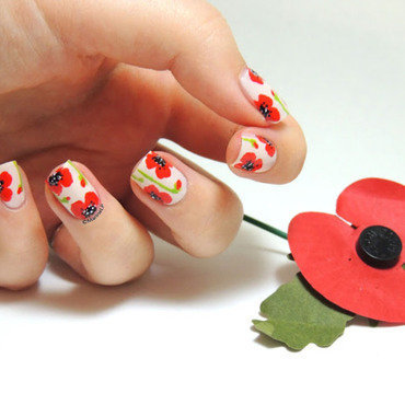 Poppy nails nail art by Marine Loves Polish