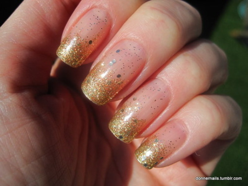 Gold tips nail art by Donner