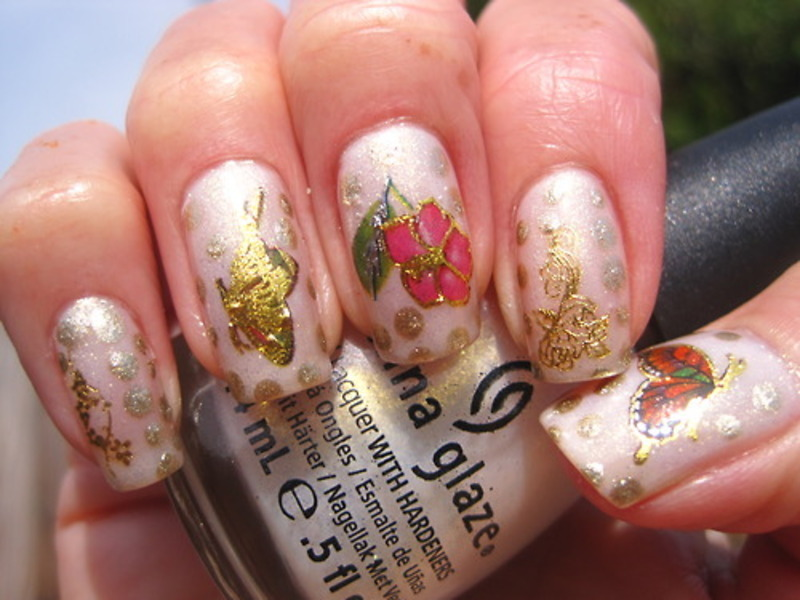 Floral nail art by Donner