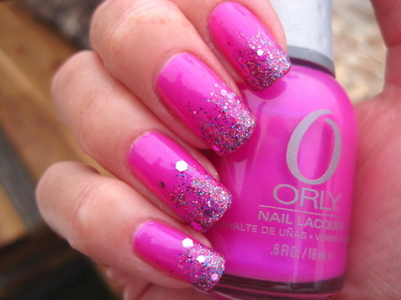 Glitter gradient nail art by Donner