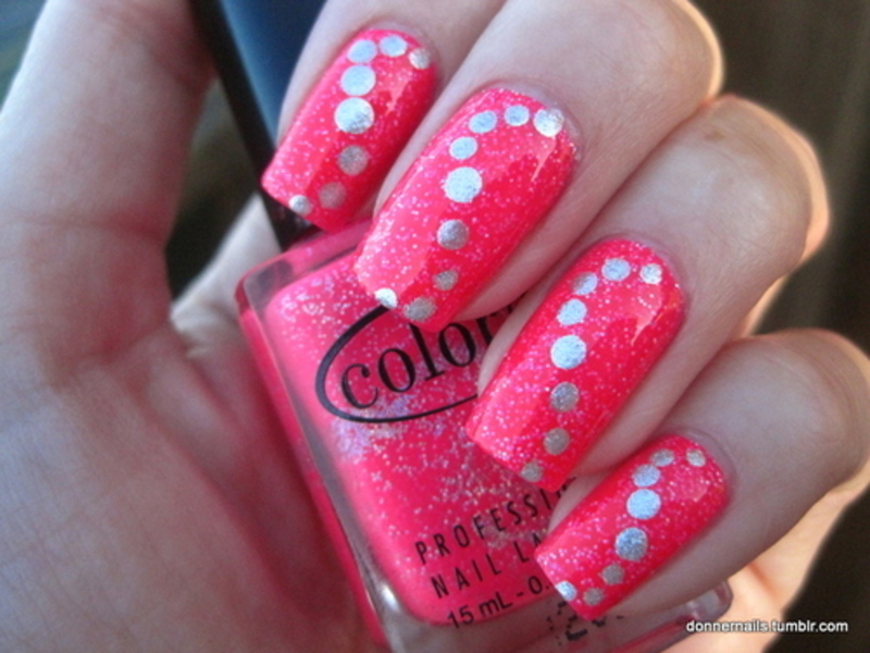 Dots nail art by Donner