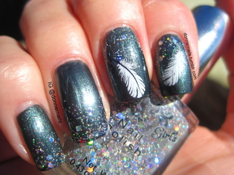 Feathers nail art by Donner