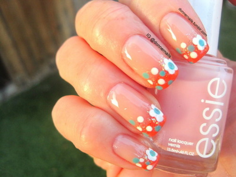 Flowers nail art by Donner