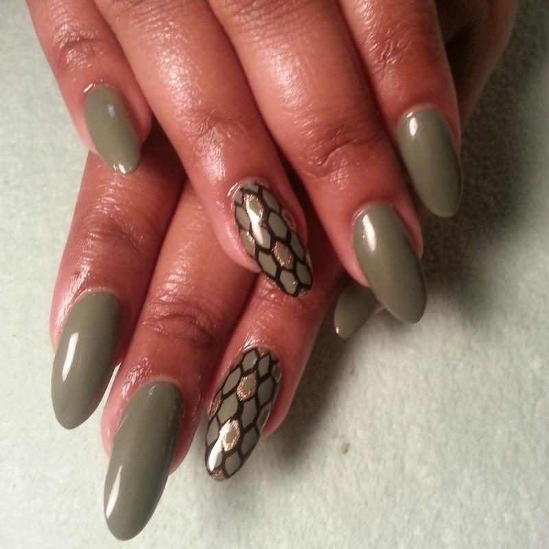 fishnets nail art by Vina