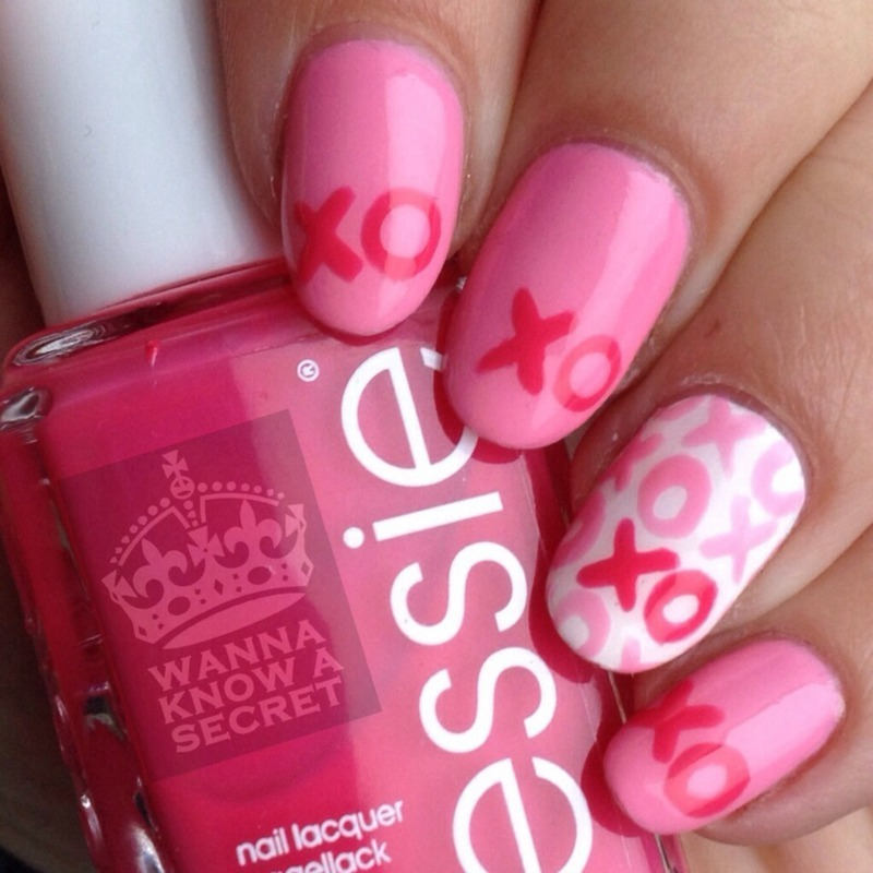 XOXO nails nail art by Julie Awouters