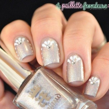 delicate dots nail art by nathalie lapaillettefrondeuse