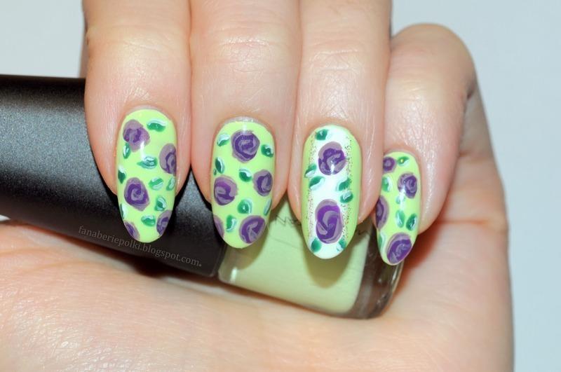 Flower Power nail art by Carolina