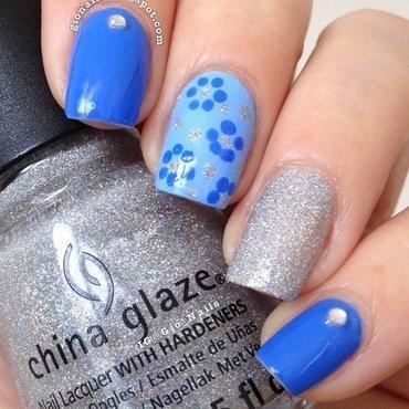 Blue Flowers nail art by Giovanna - GioNails