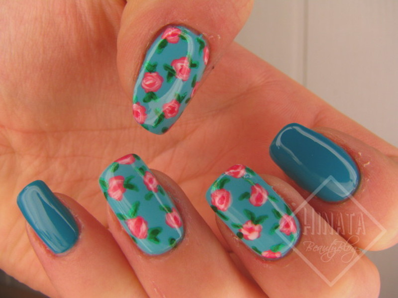 Roses on Manhattan nail art by Hinata