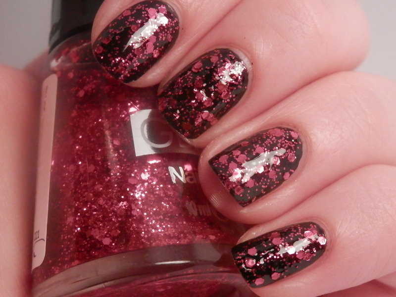 red glitter nail art by Enni