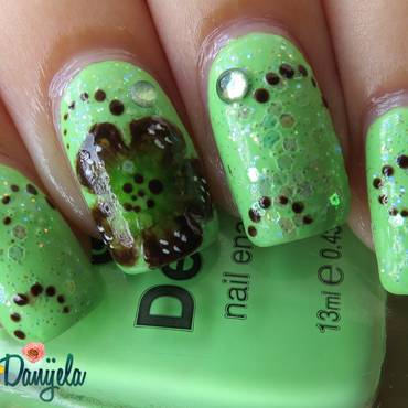 Green with one stroke flower nail art by bydanijela