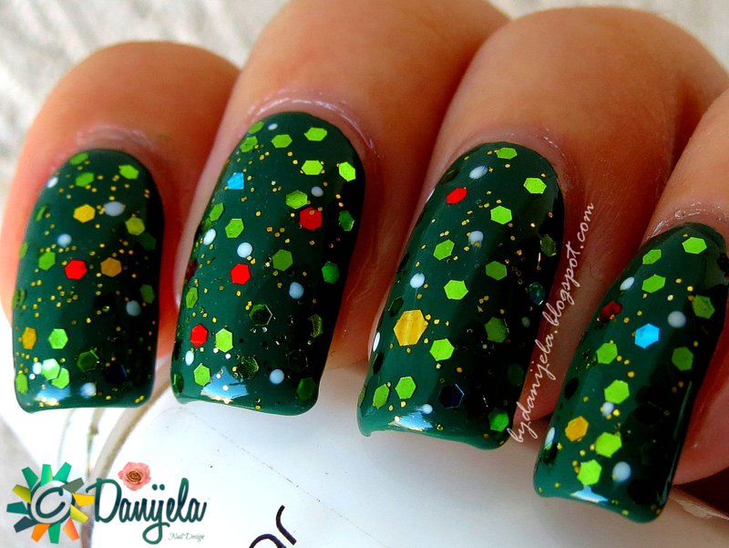 Christmas tree nails nail art by bydanijela