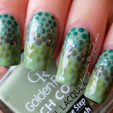 Reptile green fading dots nail art by bydanijela