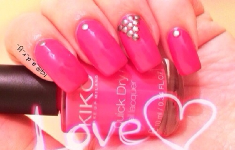 💕 pink & studs ✨ nail art by Adriana