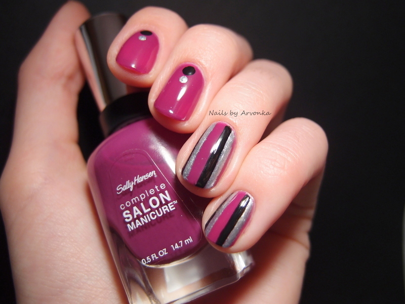 Striped nail art by Veronika Sovcikova