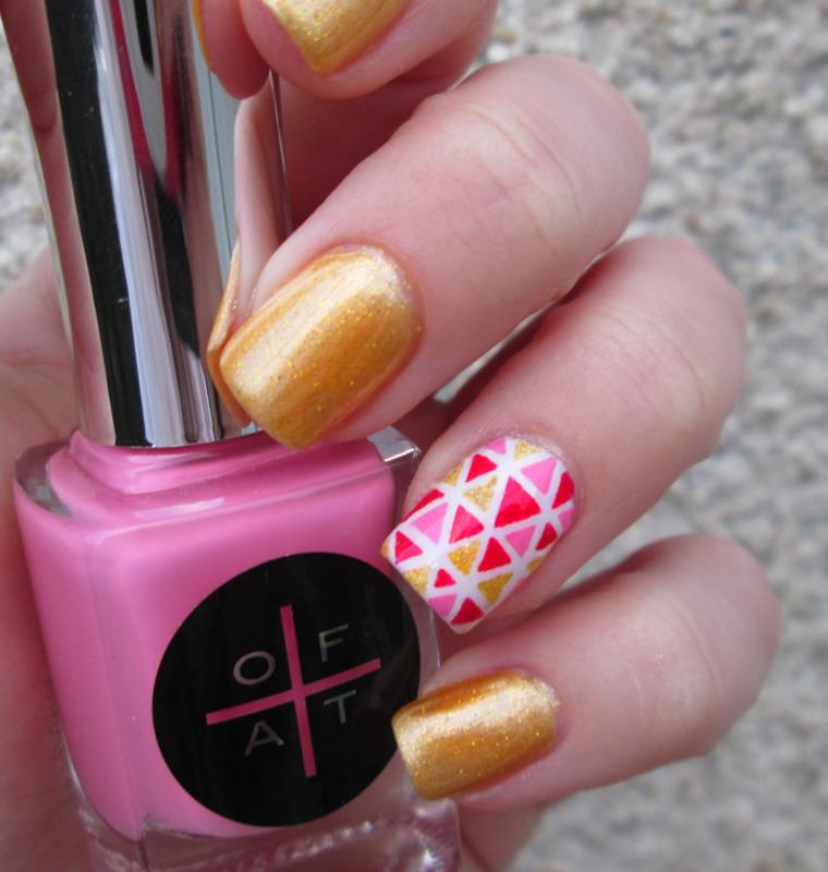 Mini triangle  nail art by Restons polish