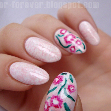 marble & daisies nail art by ania