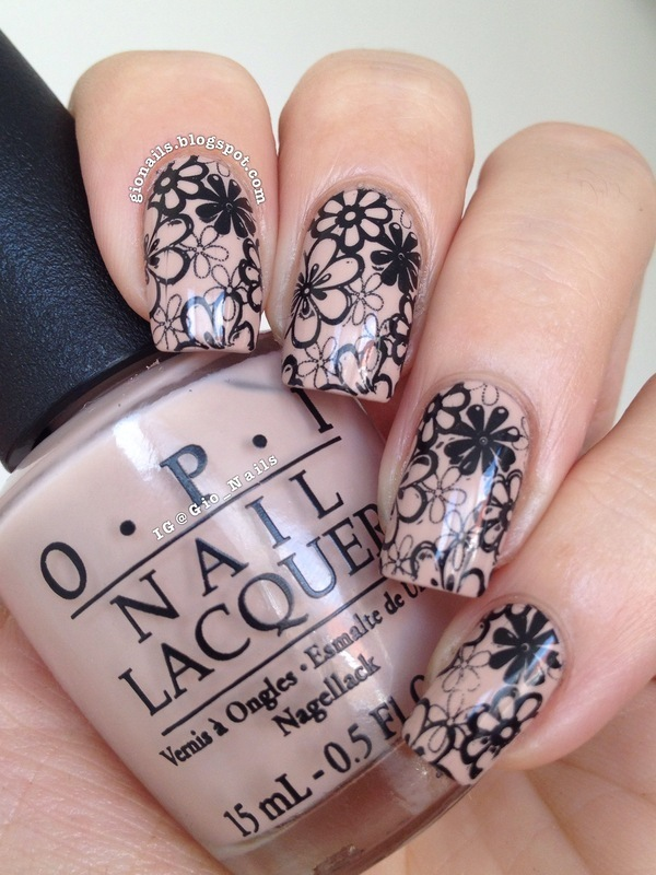 Black Flowers on Nude nail art by Giovanna - GioNails
