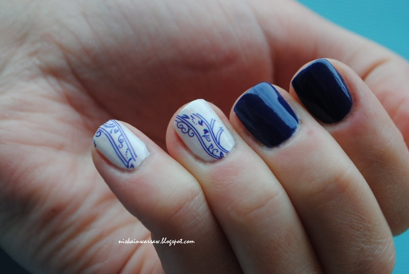 white&blue nails nail art by Niska