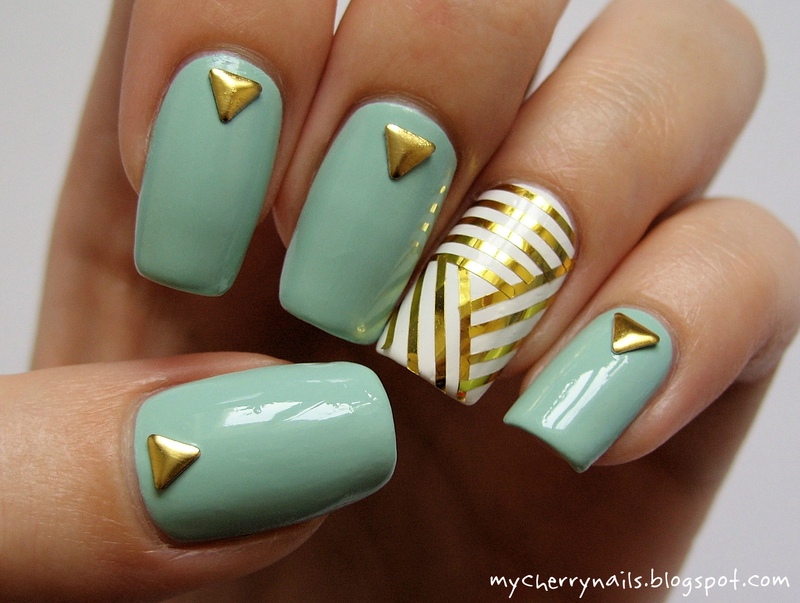 Mint & gold nail art by Pauline