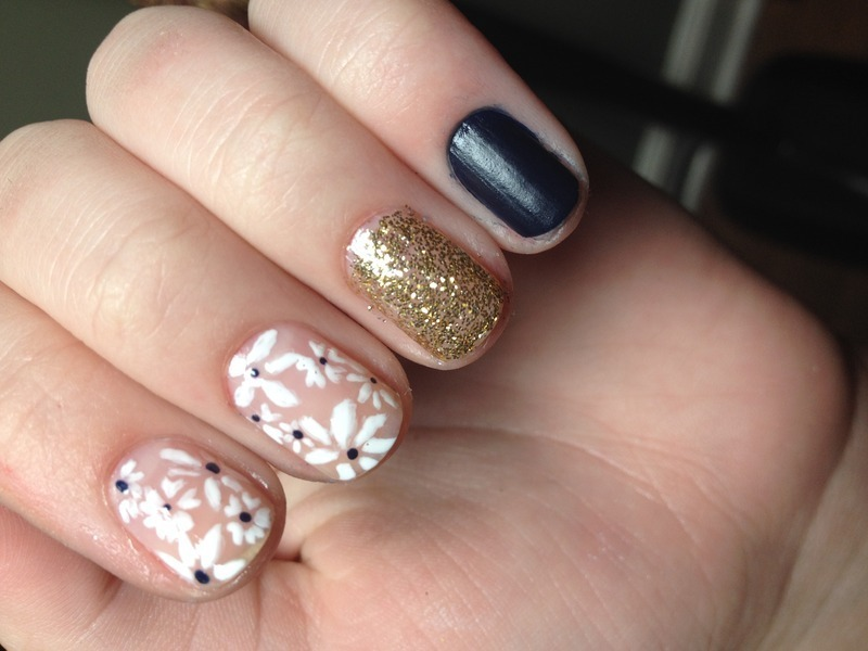 Daisy Days nail art by Halle Butler
