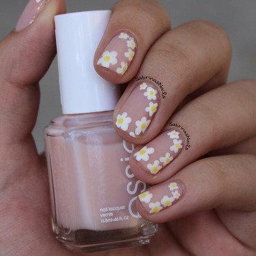 Matte Daisies nail art by Sabrina