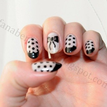 Polka dots nail art by Carolina