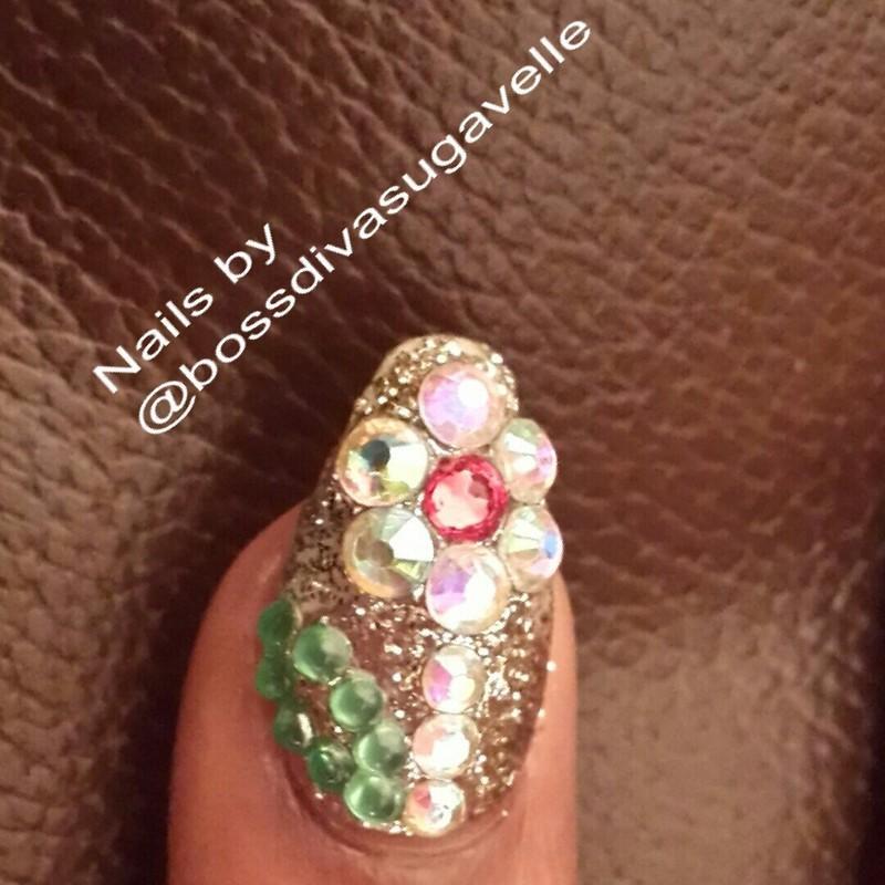 The swavorski flower nail art by Sugarthenailboss