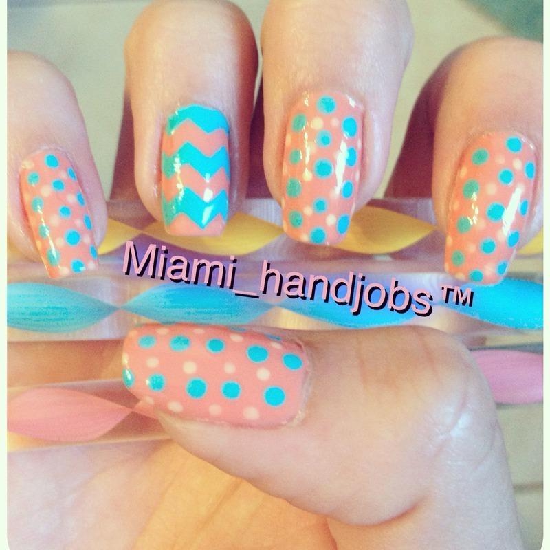 Chevron polka dots.  nail art by Miami_handjobs