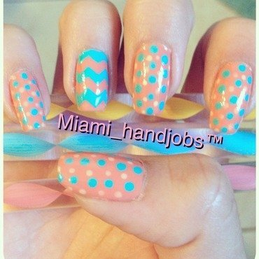 Chevron polka dots.  nail art by Miami_handjobs