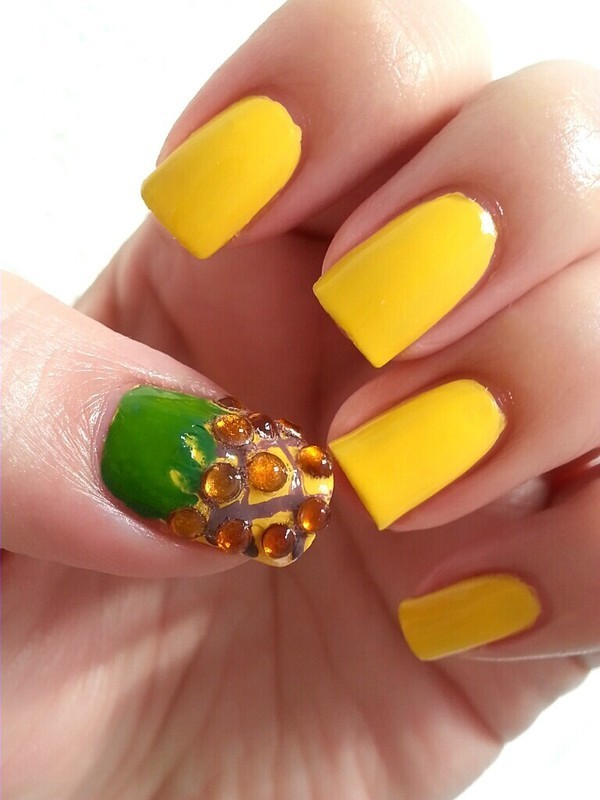 Pineapple nail art by Ximena Echenique
