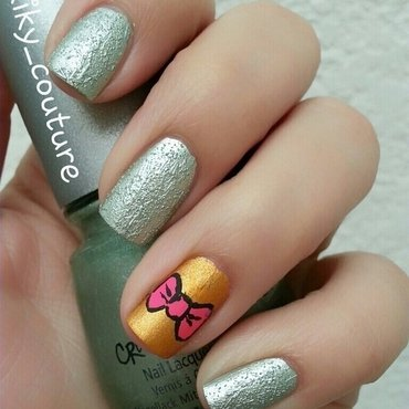 Romantic Bow nail art by Ximena Echenique