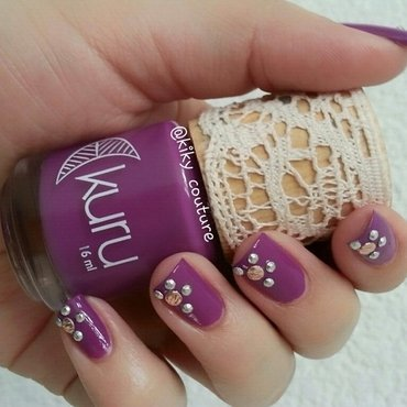 Floral nail art by Ximena Echenique
