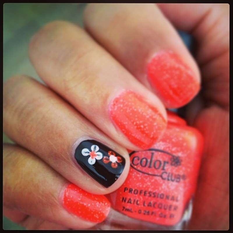 Easy flower nail art by PumpUrNails by Chrisblackpink