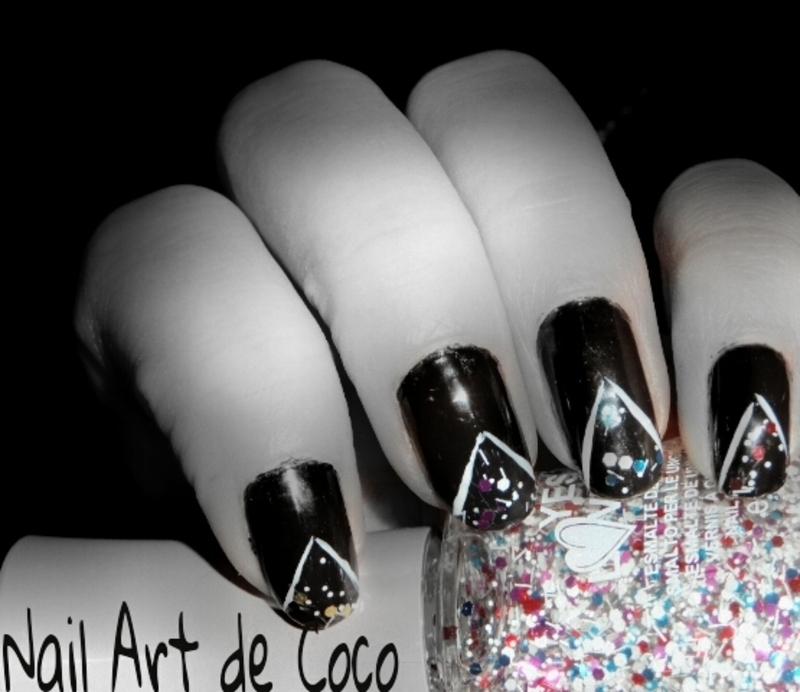 Triangle Pailleté nail art by Coco